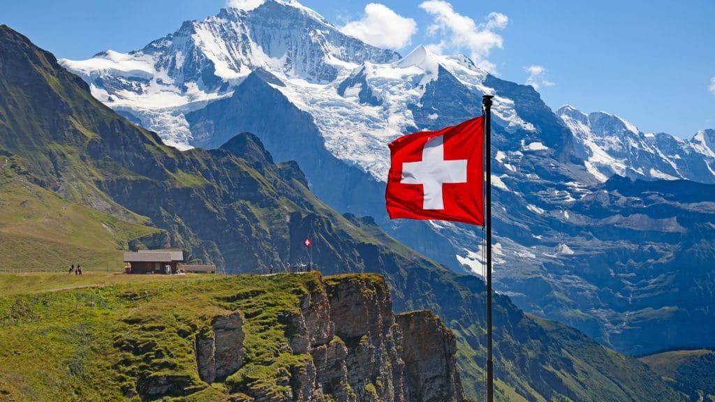requisitos para nacionalidad suiza en perú