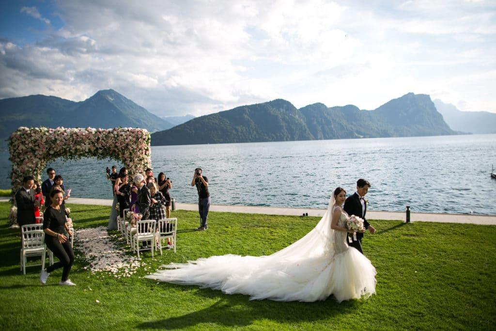requisitos para nacionalidad suiza por matrimonio en perú
