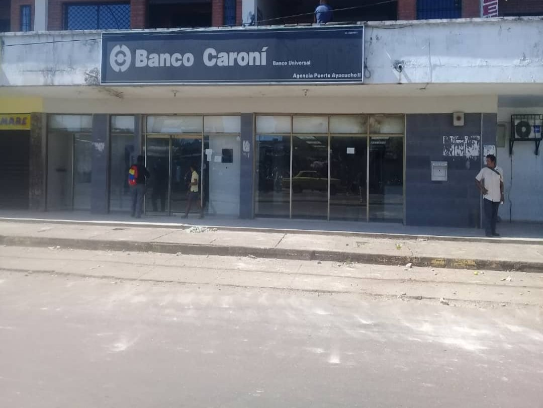 banco caroni personas